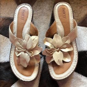 Born cream flower wedge sandal